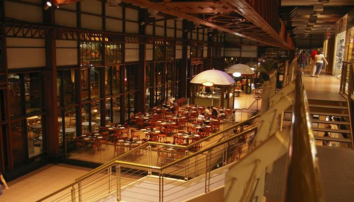 Restaurantes na Estação das Docas à noite, Belém, Pará 001 - Mundo Gekos Receptivo