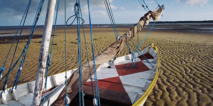 Embarcação na maré vazia em Soure, Ilha de Marajó, Pará 001 - Mundo Gekos Receptivo