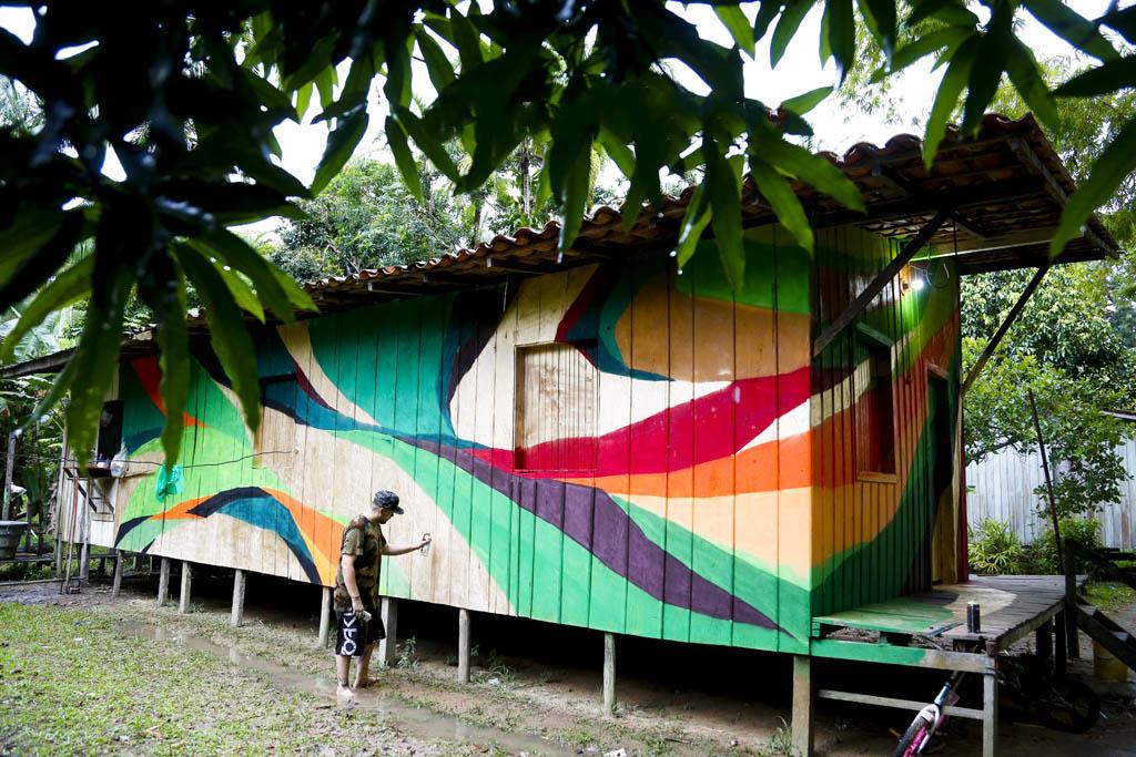 Sebá levou sua arte para as casas da comunidade do Igarapé Combu